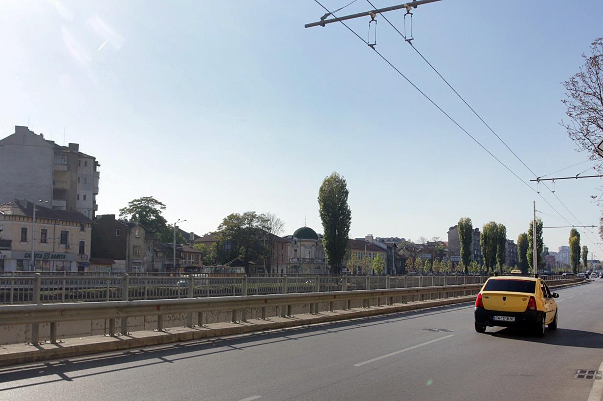Затварят за 5 часа транспортния подлез на Лъвов мост