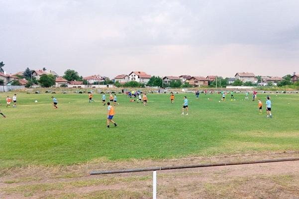 Кметът на София Йорданка Фандъкова посети футболното игрище в с. Мировяне