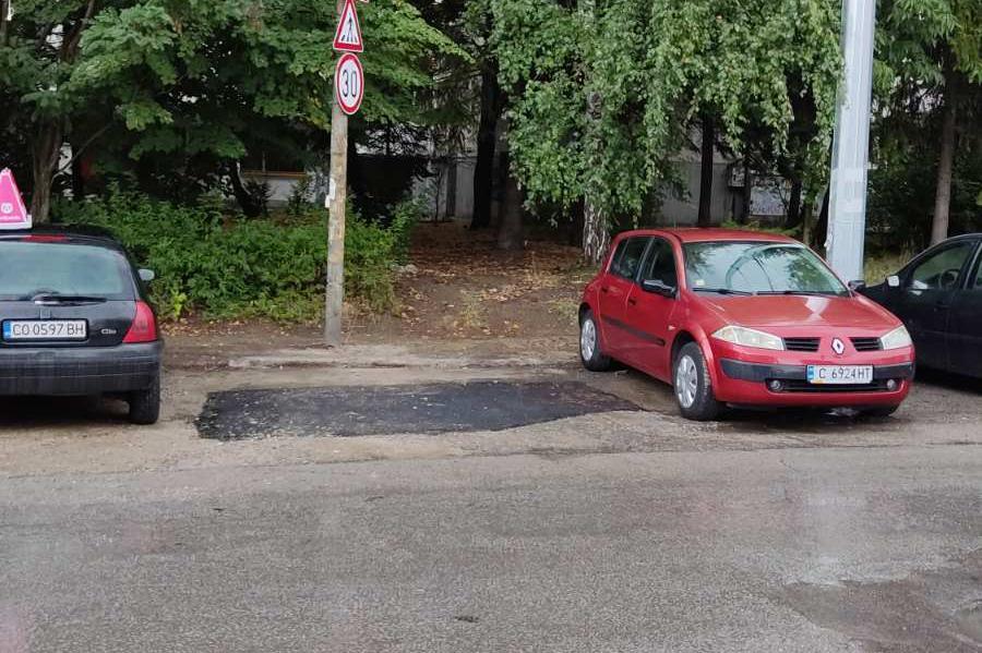 """От """"Софийска вода"""" си почистиха отпадъците, оставени след ремонт в """"Младост"""