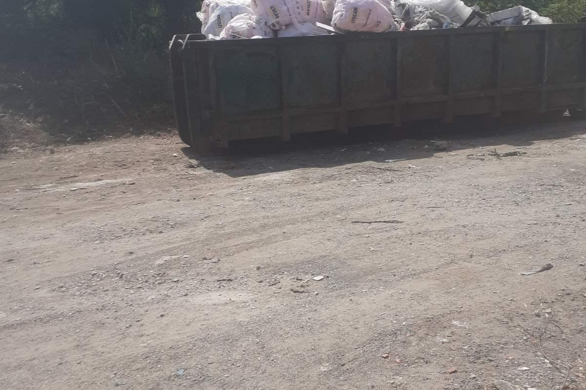 """Почистени са отпадъците около стадион """"Септември"""""""