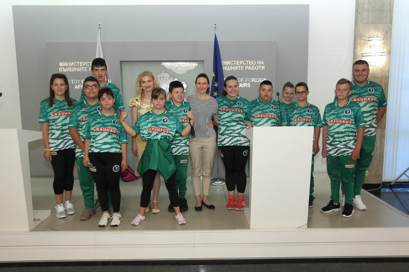 """Шампиони и медалисти  от """"Емили оупън"""" гостуваха в МВнР"""
