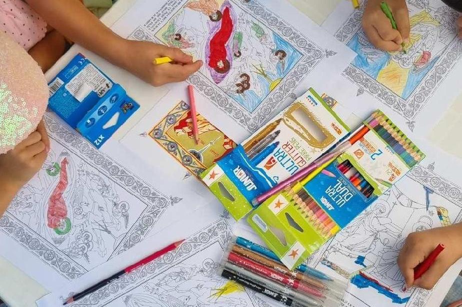 """В творческа работилница деца оцветиха първите си икони в парк """"Свети Никола"""