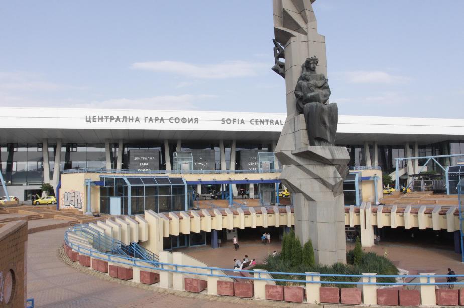 Допълнителен нощен влак ще пътува между София и Бургас до края на летния се
