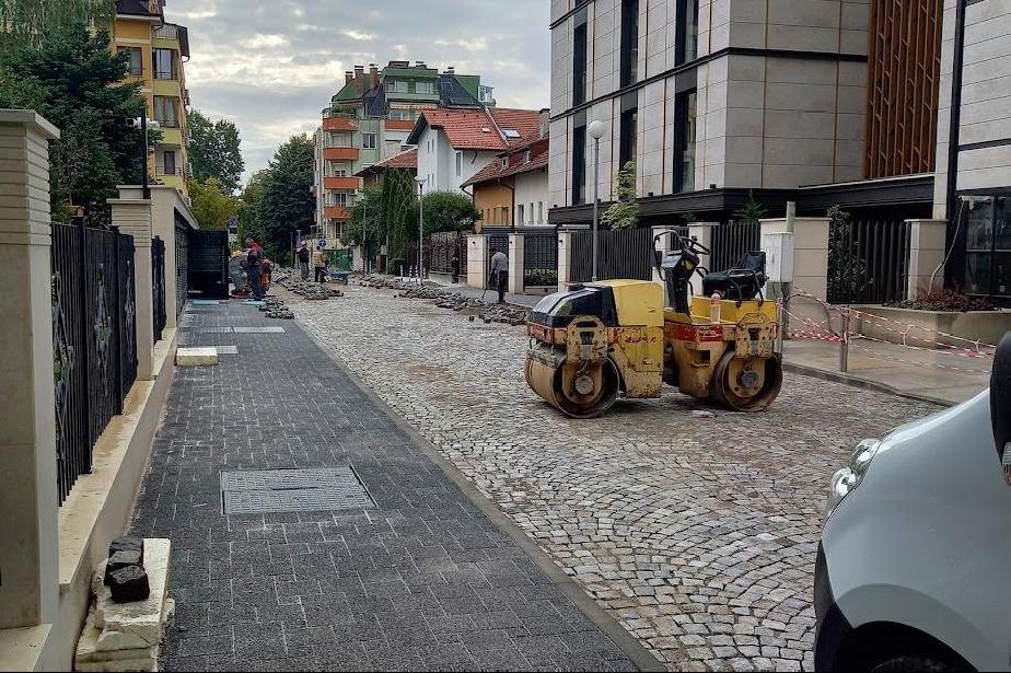 """Възстановена е историческата паважна настилка по част от ул. """"Галичица"""""""