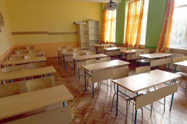 Анкета: Присъствено на училище искат над 93% от учителите в общинските учил