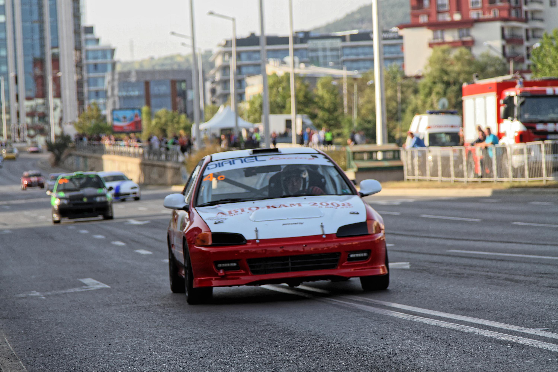 """Новите COVID-19 мерки отлагат автомобилното състезание """"Писта София"""""""