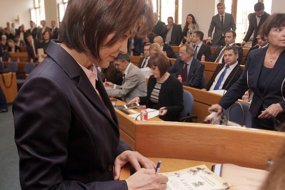 """Групата на """"БСП за България"""" в СОС напуснаха заседанието на Комисията по ар"""