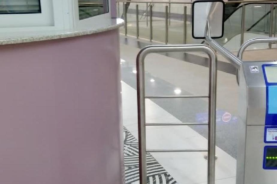 """Касата на Метростанция """"Овча купел"""" не работи, софиянци пътуват без билет"""