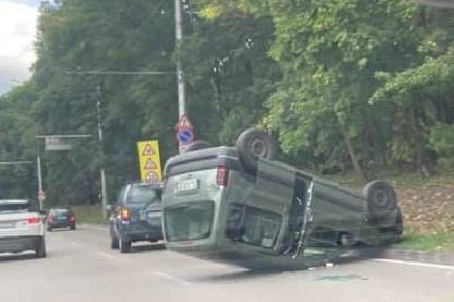 За 2 часа три катастрофи с обърната кола при Южния парк