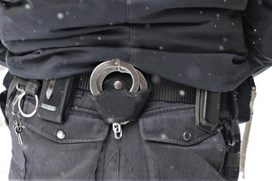 Полицията арестува мъж шофирал без документи и жена под въздействие на мета
