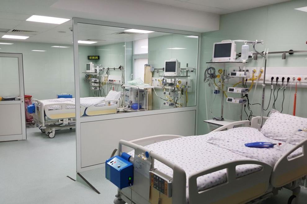 """В """"Пирогов"""" от утре увеличават секторите за интензивно лечение на пациенти"""