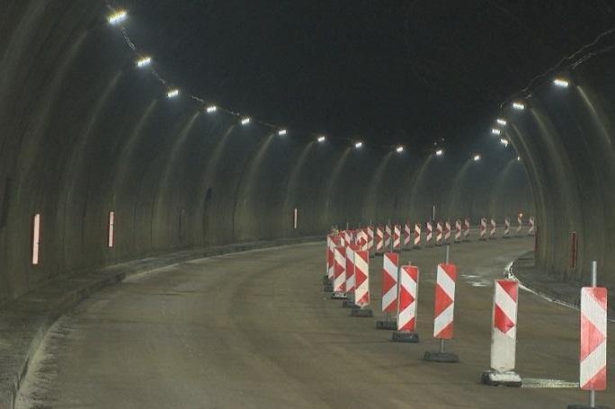 """Движението в тунел """"Траянови врата на автомагистрала """"Тракия"""" в посока Бург"""