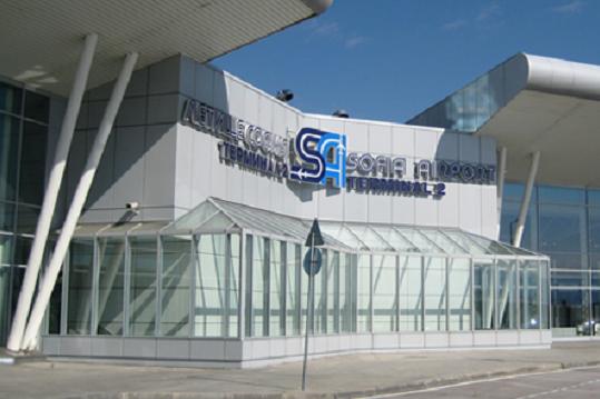 Самолет е кацнал извънредно на Летище София, жена е починала на борда