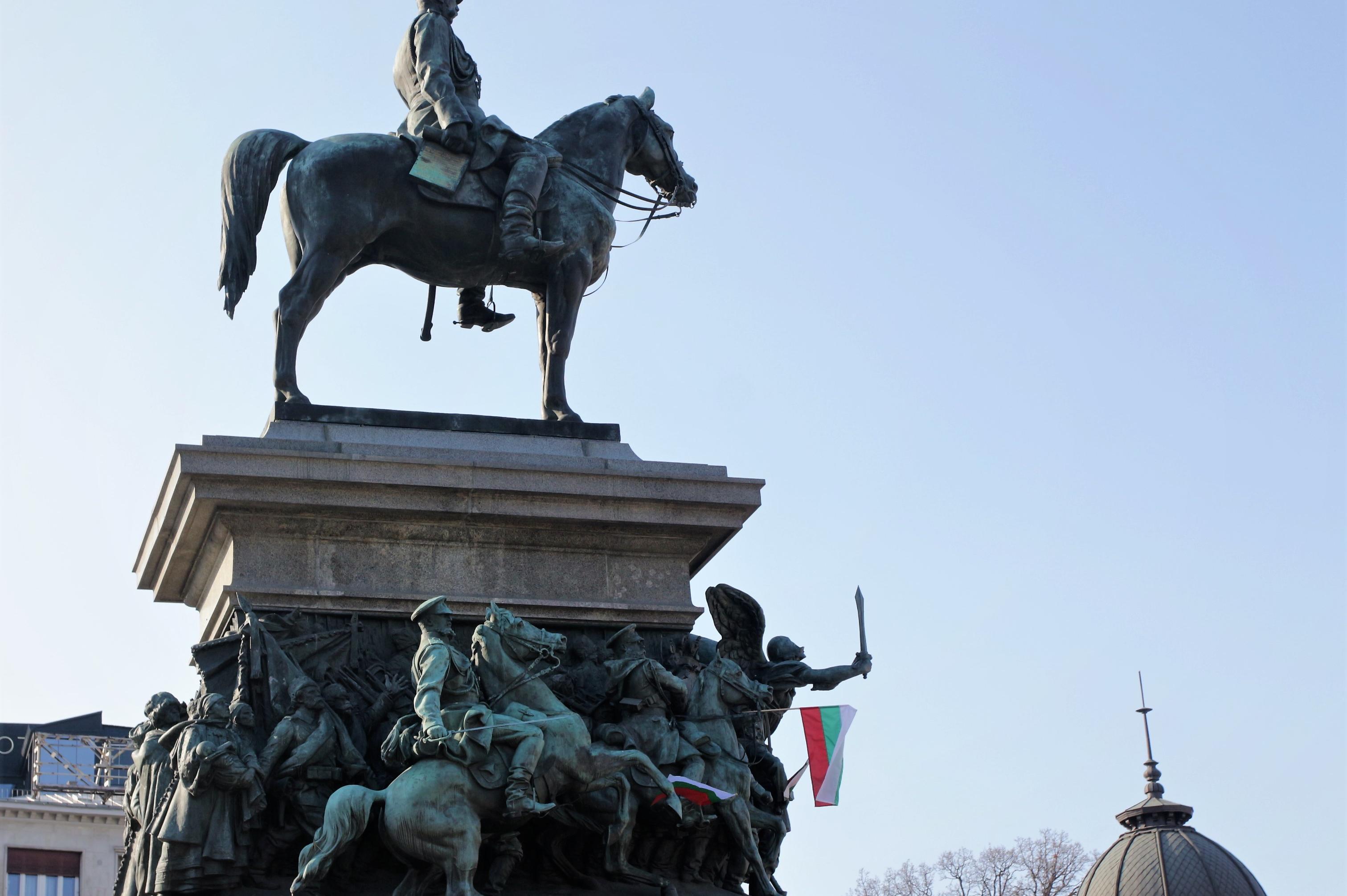 Паметникът на Цар Освободител вдигнат след образцова обществена поръчка