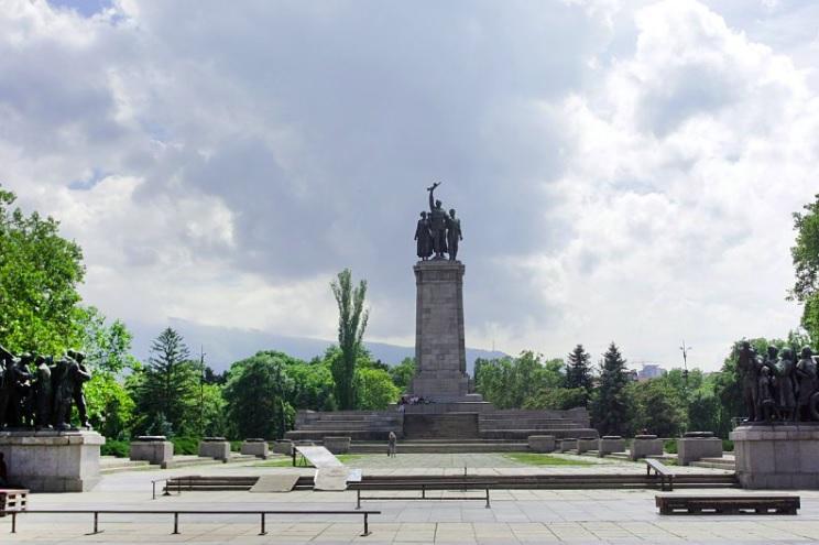 """""""Демократична България"""": Сега е моментът да се премести паметникът на Съвет"""
