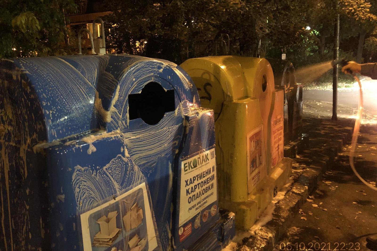Миенето на контейнерите за разделно събиране в София продължава