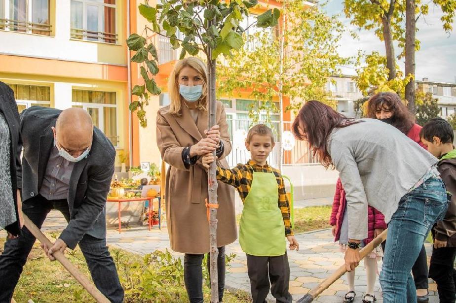 Десислава Билева: Засаждаме над 600 дървета