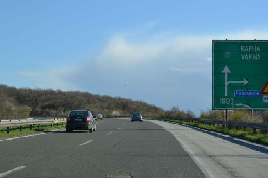 """Движението по автомагистрала """"Хемус"""" в посока Варна ще се осъществява в едн"""