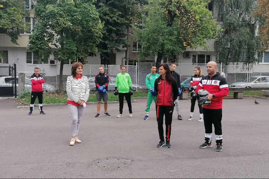Олимпийският шампион по бокс в кампания на район Надежда